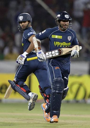 Hyderabad batsmen Kumar Sangakkara (right) and Shikhar Dhawan