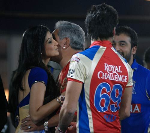Bangalore team owner Vijay Mallya and Rajasthan team owner Shilpa Shetty