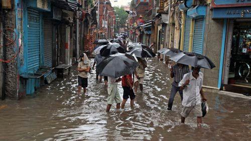 Heavy rainfall cripples life in Kolkata, streets waterlogged