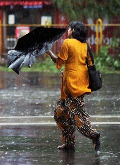 Heavy rains cripple life in Kolkata