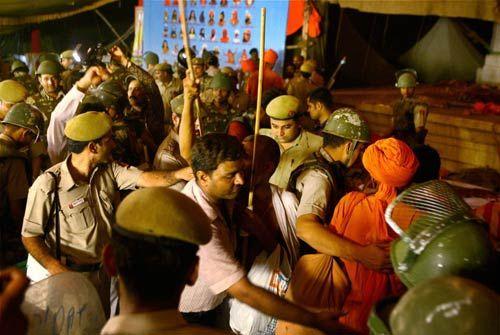 Police evict supporters of Baba Ramdev at Ramlila Maidan in New Delhi
