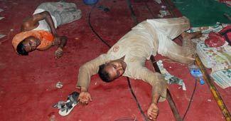 policemen evict Baba Ramdev supporters