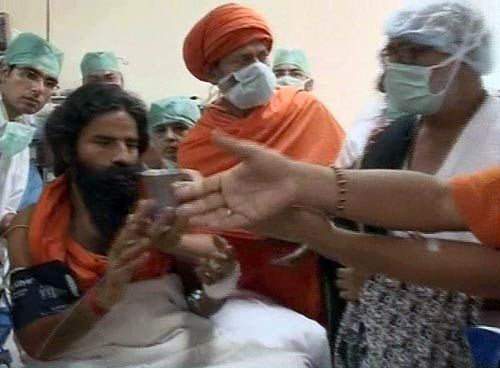 Baba Ramdev breaks his fast in Dehradun hospital