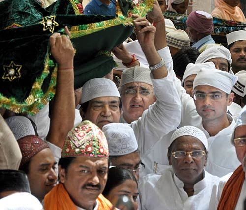 Sachin Pilot with other devotees offering chadder at Ajmer dargah