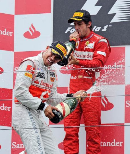 Lewis Hamilton (Left) with Fernando Alonso
