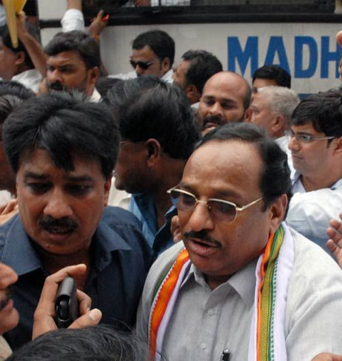Congress leader Bhuria protesting attack on Digvijay Singh