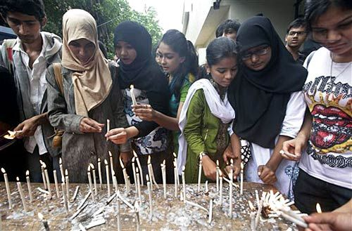 College students light candles to pay homage to victims of Mumbai serial blasts