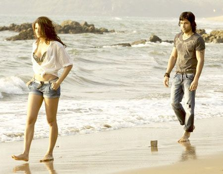 Jacqueline and Emraan in Murder 2