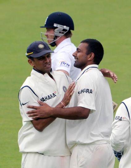 India's Praveen Kumar and team-mates