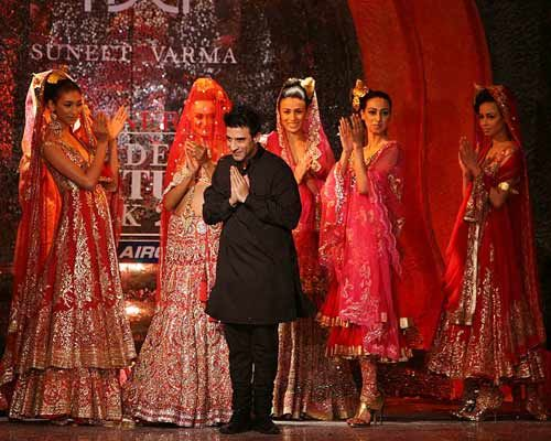 Suneet Varma with the models.