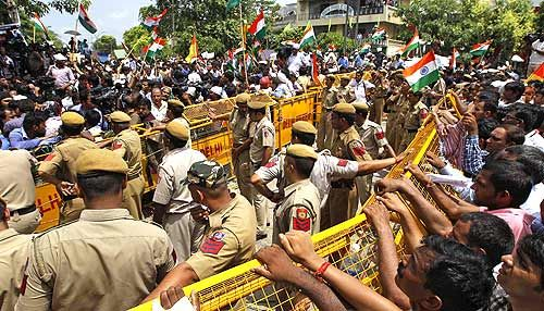 Anna supporters outside Tihar Jail