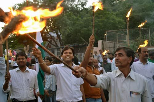 Supporters of Anna Hazare protest in Jaipur