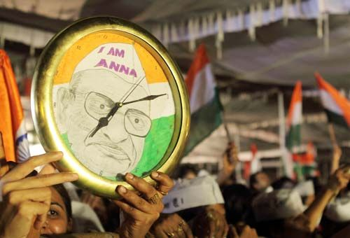 people celebrate victory of Anna Hazare