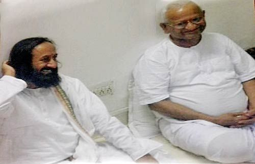 Sri Sri Ravi Shankar with Anna Hazare inside Tihar Jail