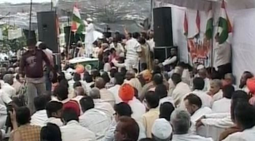 Anna Hazare with his supporters in Delhi