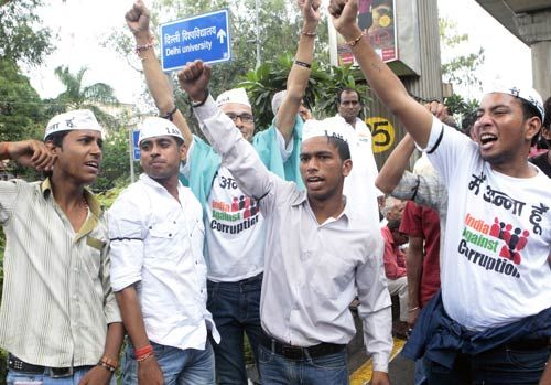 Students shout anti-government slogans after the arrest of Anna Hazare in Delhi