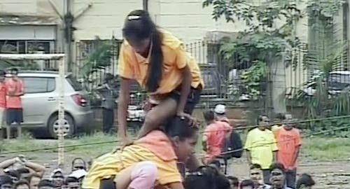 Govinda troupe breaking dahi handi