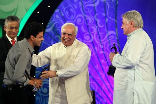 Manoj Bajpayee, Guru Barry John and Kapil Sibal