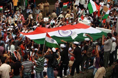 Supporters of Anna Hazare protest in Mumbai