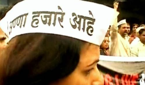 Hazare supporter wearing an Anna cap