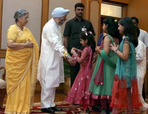 Manmohan Singh and his wife with school children