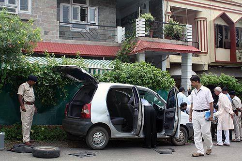 A CBI team visits Shehla Masood's residence in Bhopal