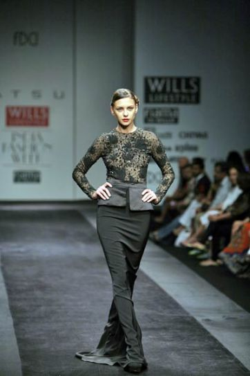 Model walks on the ramp