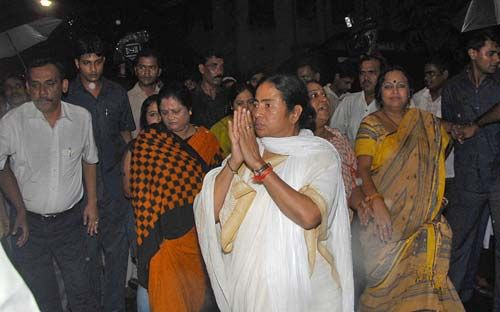 Mamata Banerjee with her supporters