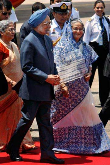 Indian Prime Mnister's wife Gursharan Kaur, Indian Prime Minister Manmohan Singh, and Bangladesh Prime Minister Sheikh Hasina