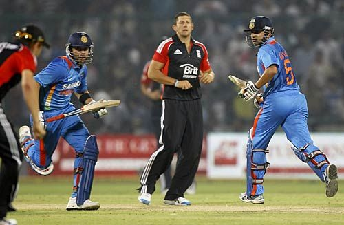Tim Bresnan (centre), Gautam Gambhir (right) and Virat Kohli
