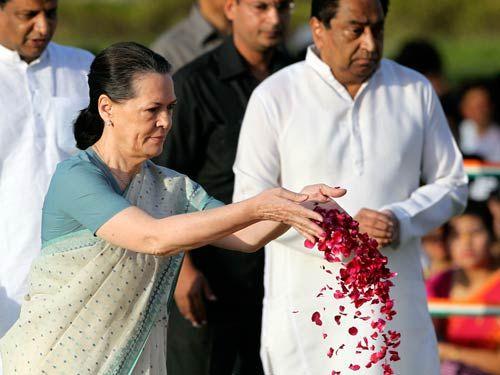Sonia Gandhi at Rajghat