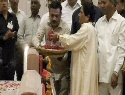 Mayawati inaugurates Dalit park