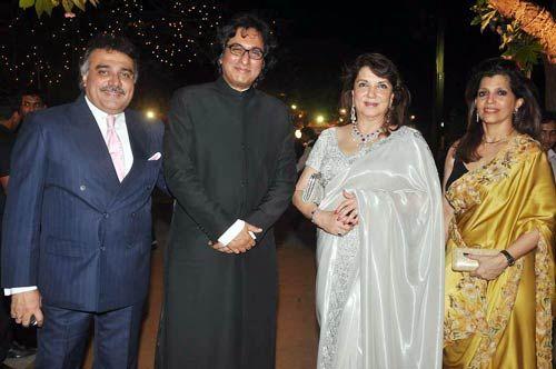 Sanjay Khan with wife Zarine Khan