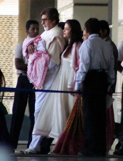 Amitabh Bachchan with Aishwarya Rai Bachchan and Beti B