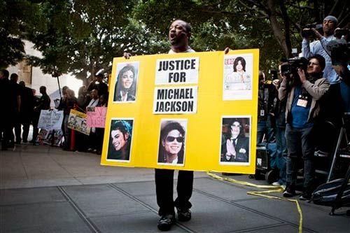 Michael Jackson's fans outside the court