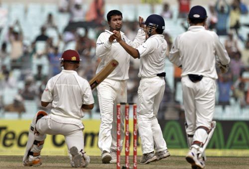 Pragyan Ojha and team-mates