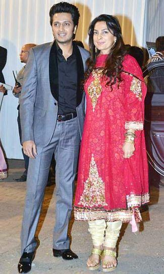 Ritesh Deshmukh with Juhi Chawla.