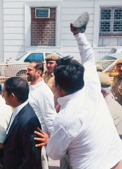 Slipper hurled at Suresh Kalmadi