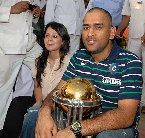 Mahendra Singh Dhoni with the World Cup trophy and his wife Sakshi