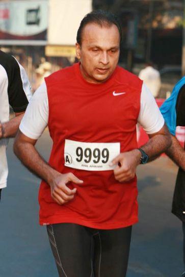 Anil Ambani at ninth edition of Standard Chartered Mumbai Marathon 2012
