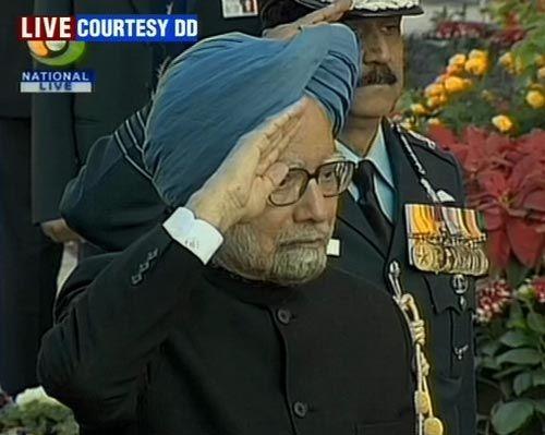 PM pays homage at Amar Jawan Jyoti