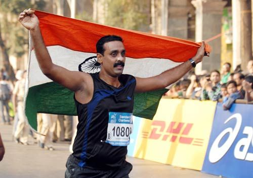 Participants at ninth edition of Standard Chartered Mumbai Marathon 2012