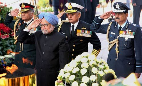 Manmohan Singh with Indian Forces Chiefs