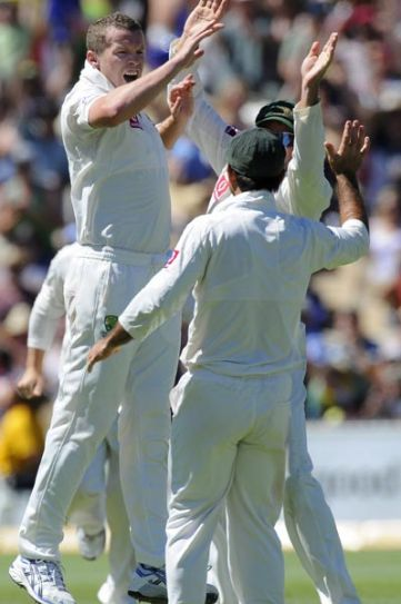 Peter Siddle and team-mates