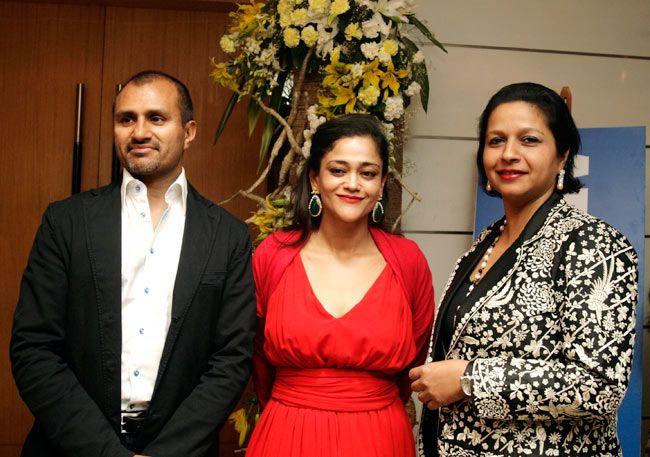 Kalli Purie with her husband Raj Singh Bhandal and host priya paul
