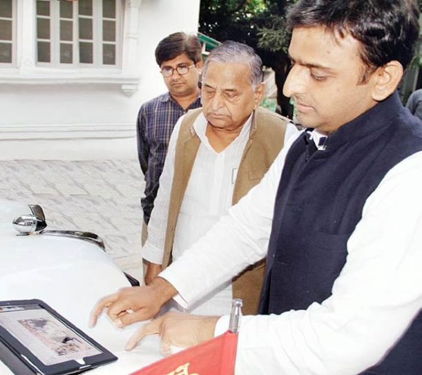 Akhilesh Yadav with Mulayam Singh