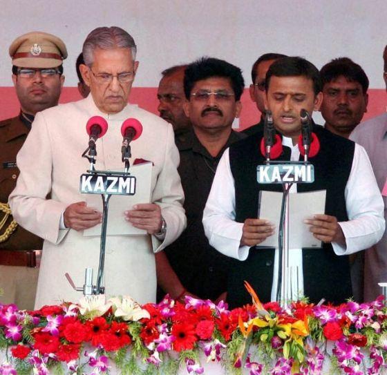 Akhilesh Yadav with Governor B.L. Joshi