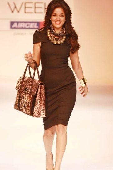 Malini Agarwallas show on Day 5 of Lakme Fashion Week 2012
