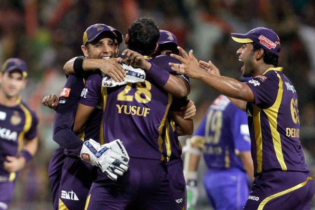 Kolkata players in a huddle