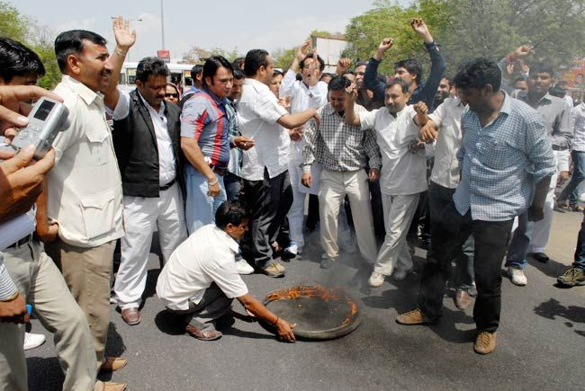 BJP workers protest Rajendra Singh Rathore's arrest